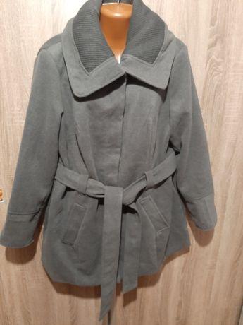 Пальто весеннее 54 р
