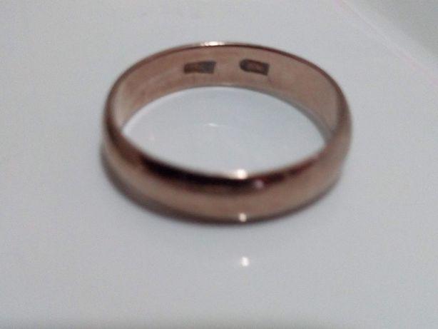 Золотое обручальное кольцо 375 пробы, 4,94 гр., размер 22