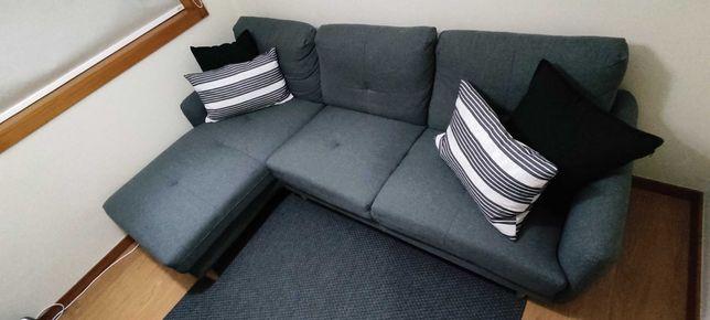 Lindo e confortável Sofá com Chaise
