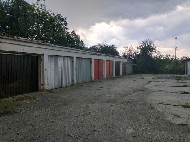 Garaż w zabudowie szeregowej Luboszycka