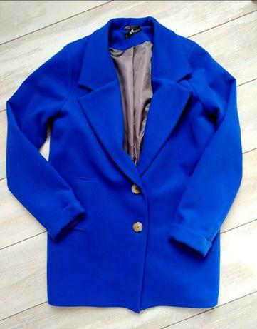 Демисезонное пальто цвета электрик
