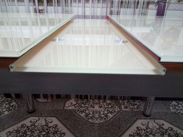 Шикарный раздвижной стеклянный стол.