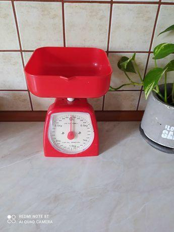 Czerwona waga kuchenna.