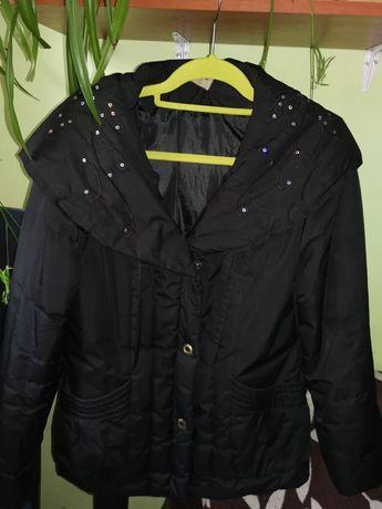 Piękna czarna kurteczka