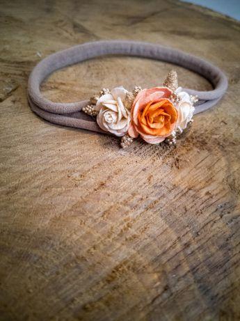 Wianek opaska bezuciskowa z kwiatkami chrzest roczek