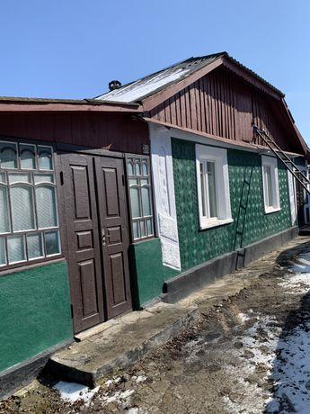 Продам будинок в центрі Нової Ушиці,біля автовокзалу