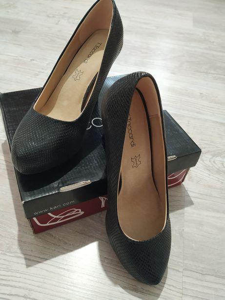 Продаю новые туфли 39 р
