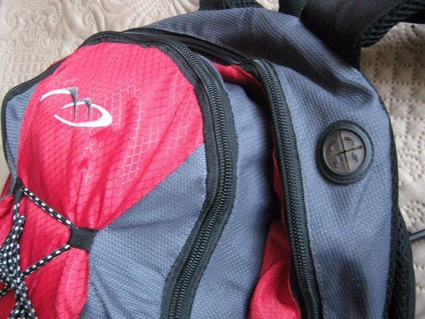 Спортивный рюкзак непромокаемый дорожный компактный вместительный