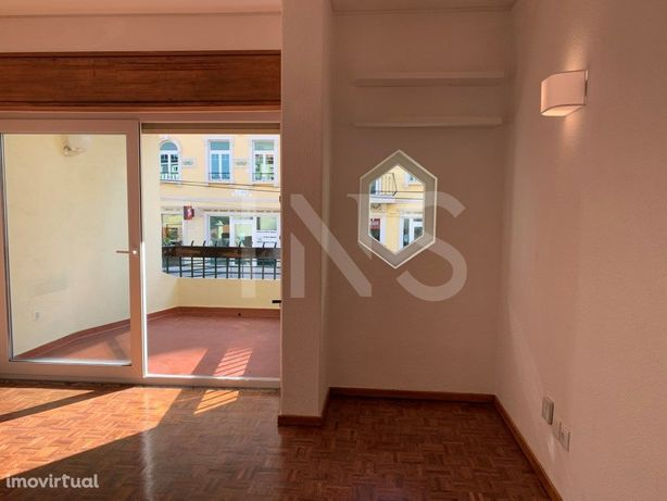 Apartamento T1 para arrendamento sem móveis, situado no E...