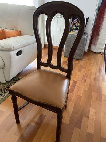 Cadeiras em madeira maciça estofadas em pele