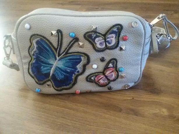 Szara torebka z motylkami