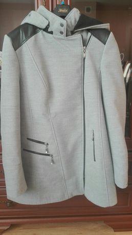 Damski płaszcz r.46