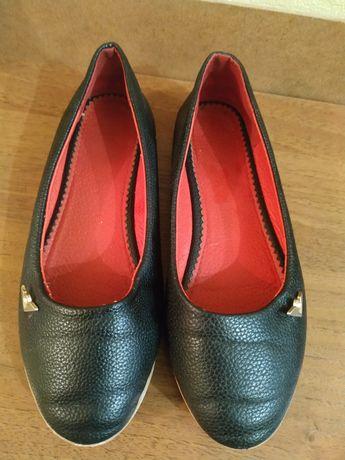 Туфли школьные продам