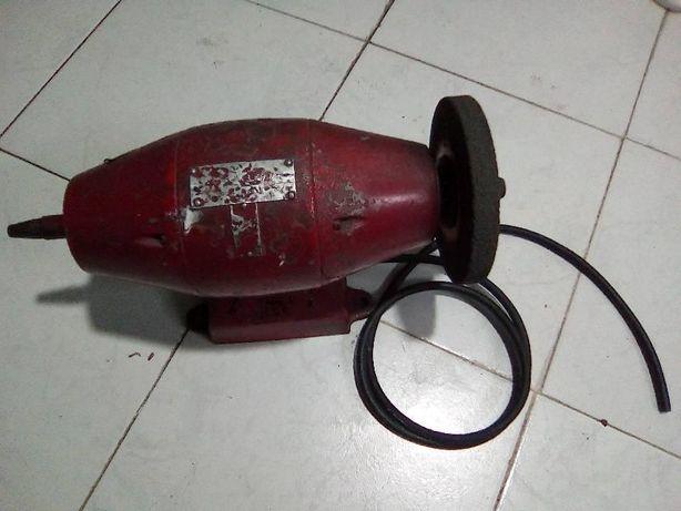 Gaspeadeira de sapateiro com mais de 40 anos