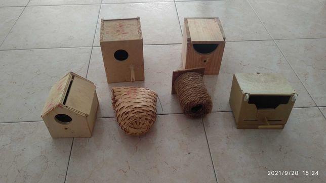 Acessórios para gaiolas de aves, ninhos comedouros bebedouros.