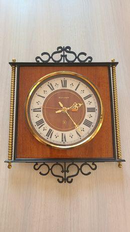 Часы настенные ЯНТАРЬ кварц СССР