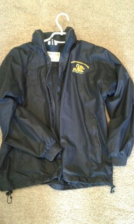 Штормовка/легкая куртка на подростка.На рост 140-160 см.