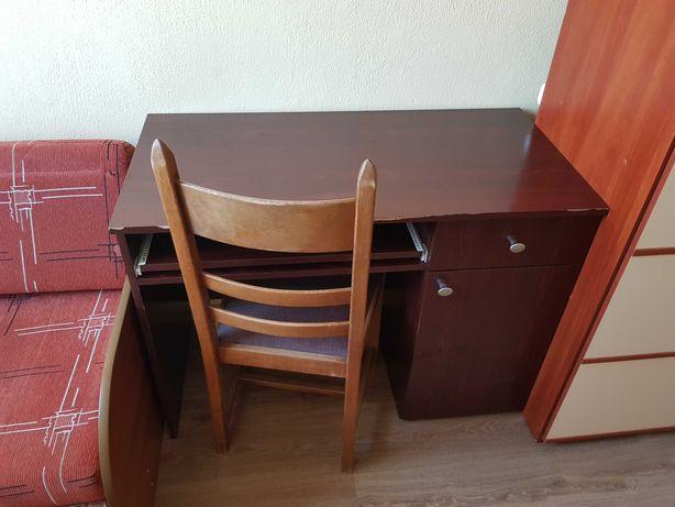 Biurko z szafką w dobrym stanie