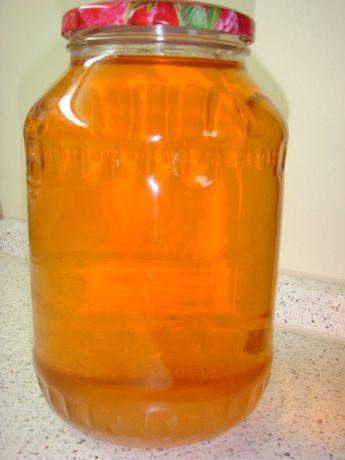 Натуральный яблочный сок без сахара и консервантов.