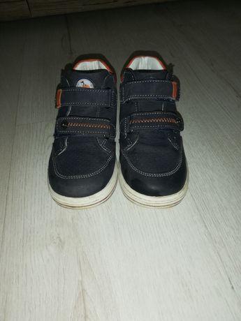 Sprzedam buty dla chłopca r 25
