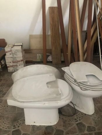 2 sanitas 2 lavatorios, algumas tampas e etc.