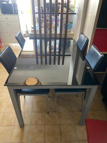 Mesa de jantar em vidro preto temperado