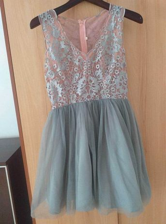 Sukienka rozkloszowana z lekkim dekoltem, tiulem, rozmiar M!