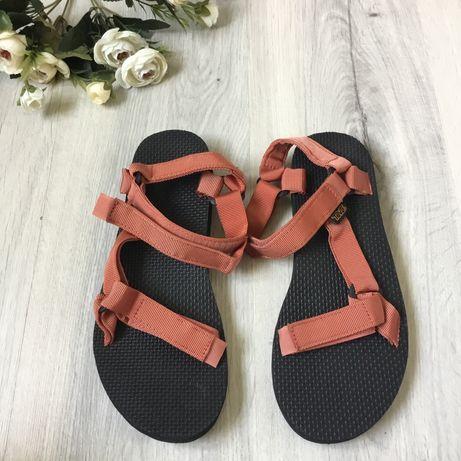 Фирменные трекинговые сандалии Teva, размер 41