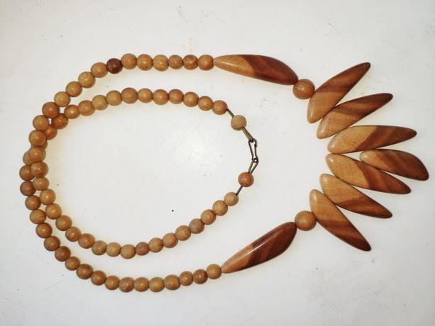 Бусы и набор бус с сережками из дерева