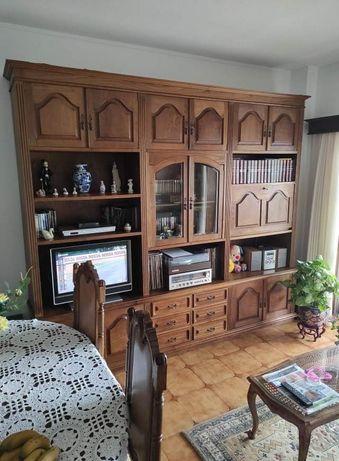 Móvel clássico de madeira