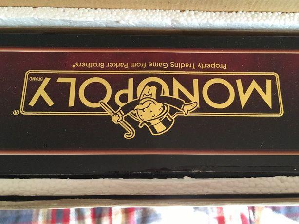 Jogo do Monopoly Grande em Madeira-está Selado nunca foi usado.