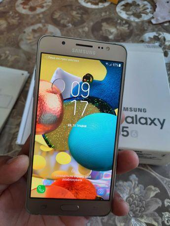 Телефон Samsung Galaxy j5 в идеальном состоянии
