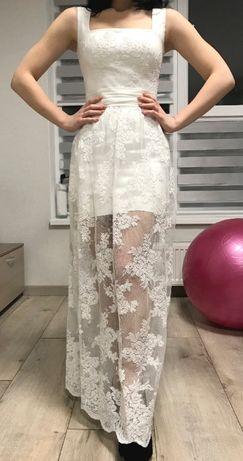 Белое вечернее кружевное платье со стразами без рукавов