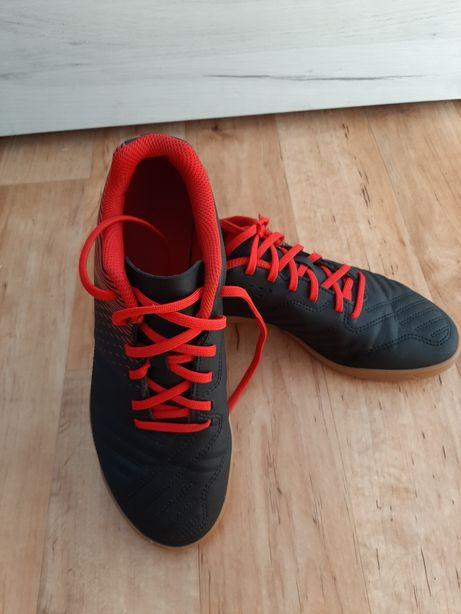 Sprzedam buty piłkarskie KIPSTA.