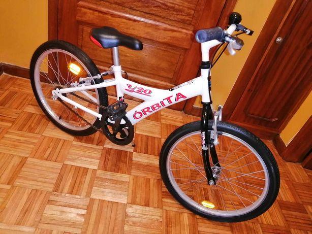 Bicicleta criança orbita