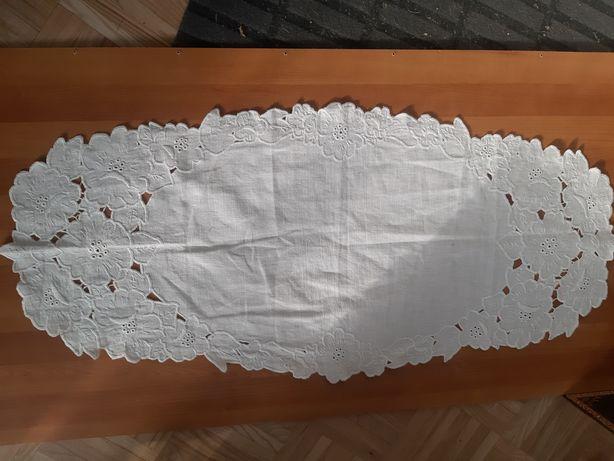 Bieżnik haftowany richelie kwiatowy wzór  98x 44cm