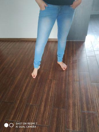 Jeansy z wyższym stanem