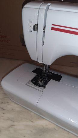 Máquina de costura marca Kunft K.