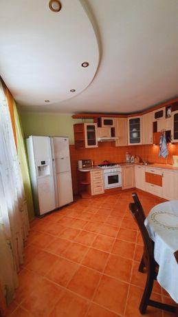 Пропонуємо чудову двохсторонню двокімнатну квартиру!
