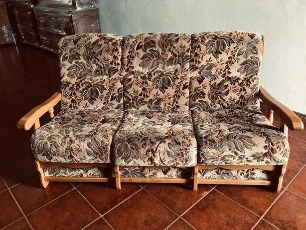 2 sofás tecido e madeira