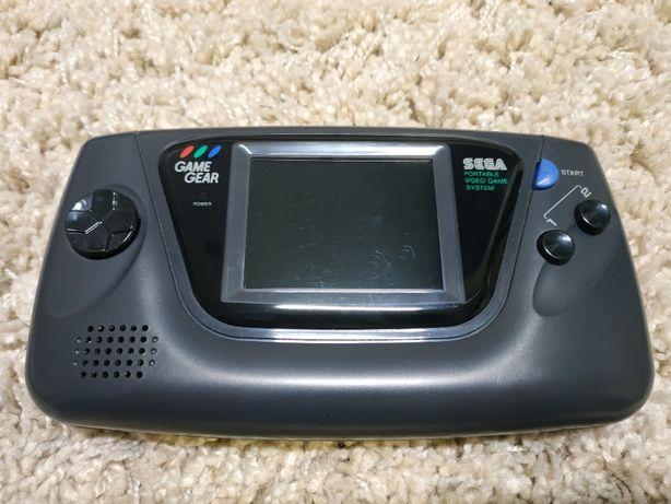 Sega Game Gear (рабочая!) + 5 картриджей + влагостойкий кейс