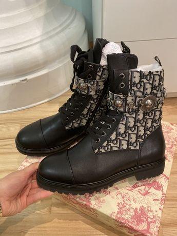 Ботинки черные стильные весенние 40 размер