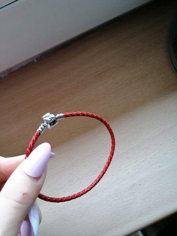 Pandora czerwona skórzana 19 cm wraz z zawieszką