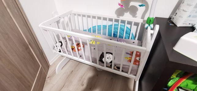 Kołyska biała dla dziecka z opcją blokady / materac