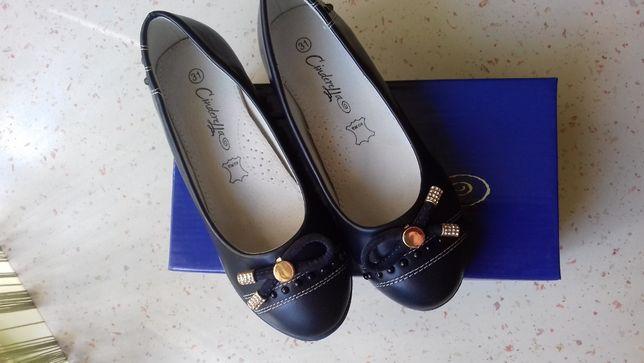Продам туфли детские на девочку размер 31