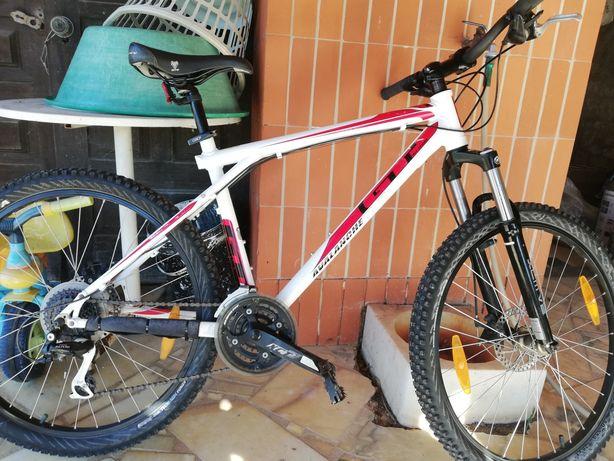 Bicicleta GT avalanche 3.0