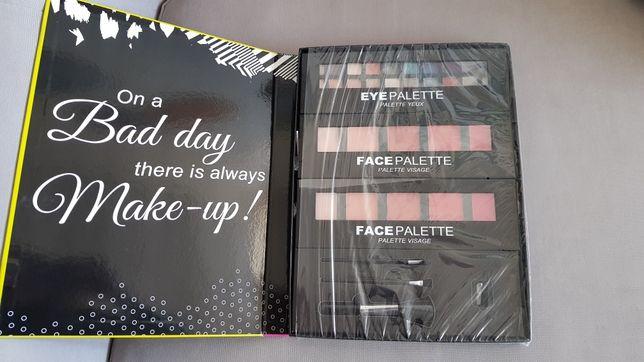 Paleta do makijażu - cenie, róże, pędzelki