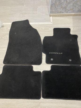 Коврики на Toyota Corolla