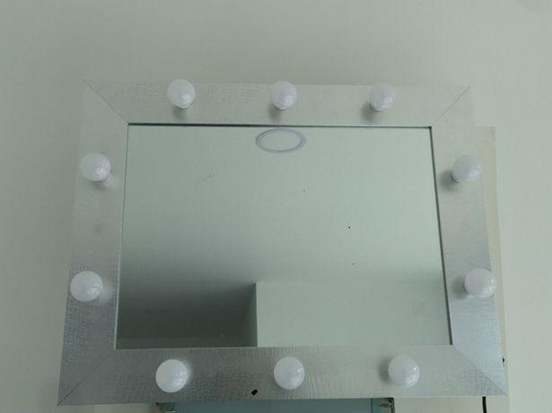 Espelho de maquilhagem com iluminação