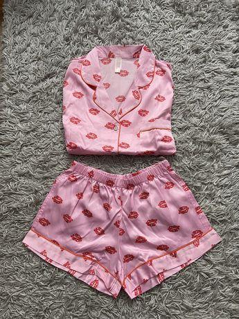 Różowa krótka piżama w usta z napisami jak Victoria's Secret